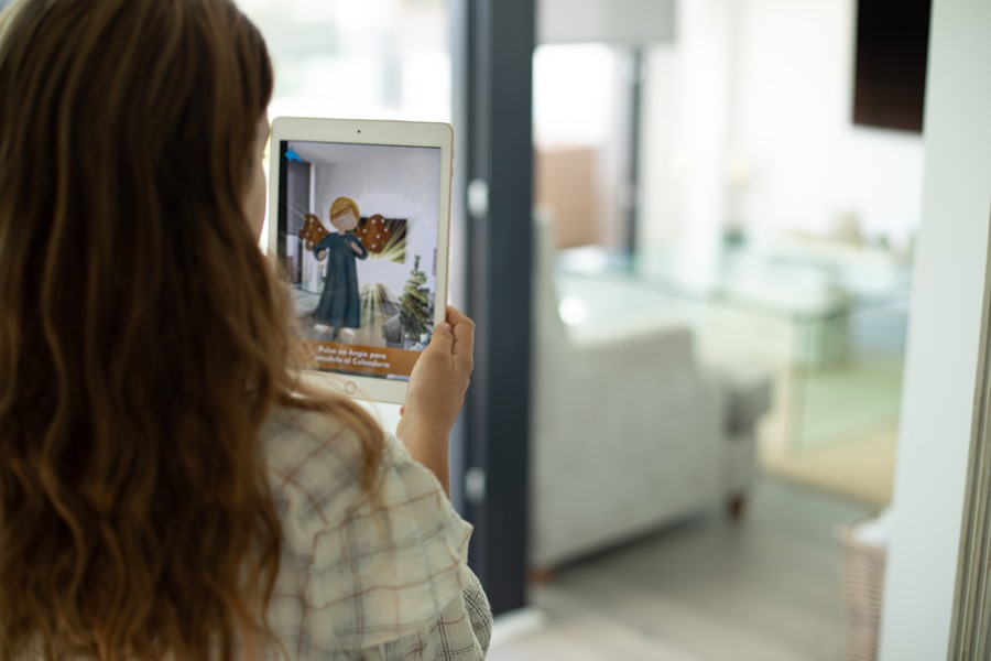 Actualidad Noticias Angie, el innovador juego de adviento con realidad aumentada en 3D, se convierte en todo un éxito en su lanzamiento oficial