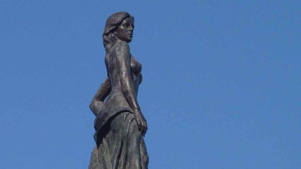 Torremolinos Fotos Baile Torremolinos «indulta» al Monumento al Turista de Sandokán