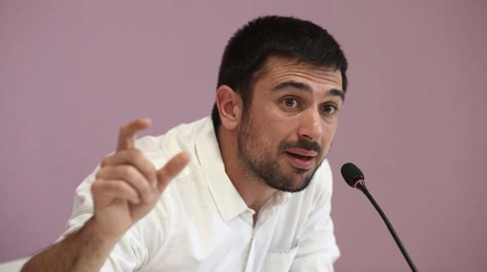 _old Vergonzoso Espinar quita el micro a una periodista de la SER al verse contra las cuerdas