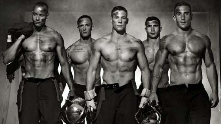 Moda Hombre Este es el calendario 2017 de unos guapísimos y muy sexys bomberos franceses