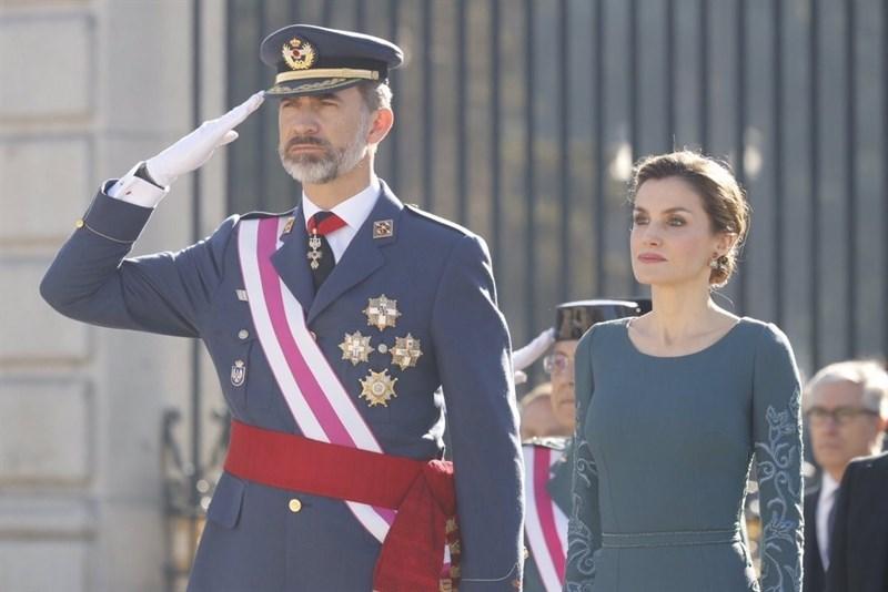 """España España El Rey apremia a los militares a no """"bajar la guardia"""" en la lucha contra el terrorismo, """"enemigo de la Humanidad"""""""