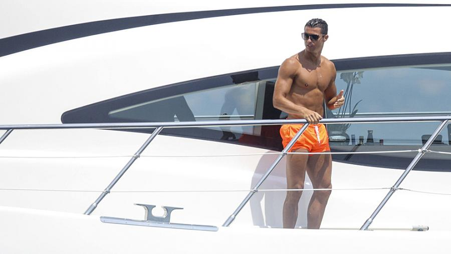 Actualidad Noticias Panos Emporio, llega a España el bañador inspirado en Cristiano Ronaldo que causa furor entre los futbolistas