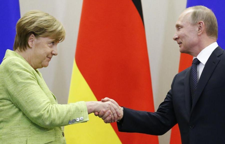 Gays Gays Merkel pide a Putin que influya en Chechenia para que se respete a los gays