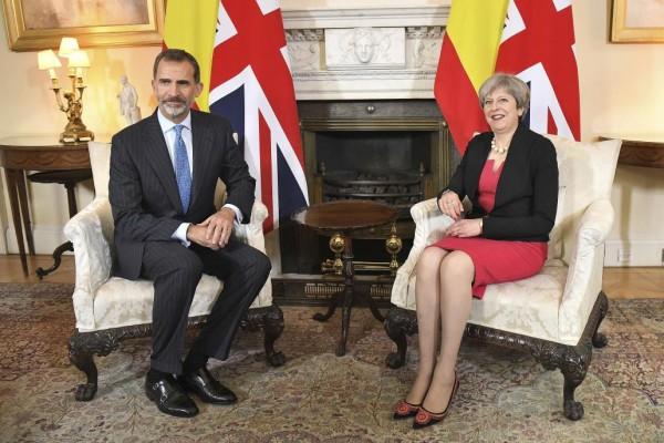 Actualidad Noticias May traslada a Felipe VI su intención de forjar nuevas relaciones tras el «brexit»