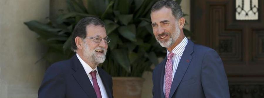 Actualidad Noticias Rajoy anuncia al rey que convocará al Gobierno en agosto para recurrir la ley de referéndum