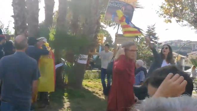 """Actualidad Noticias Elecciones en Cataluña: Los independentistas irrumpen en un mitin de Cs: """"No sois de aquí. Marchad a vuestra casa"""""""