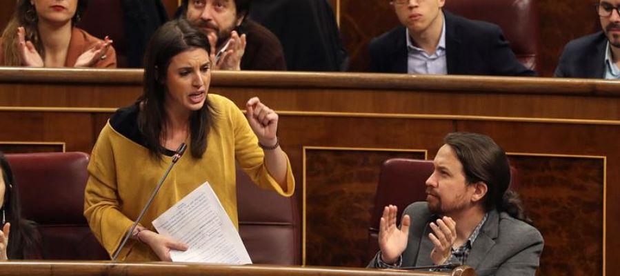 """Actualidad Noticias Las preguntas de Amón, tras el """"portavozas"""": """"¿No pudiendo acabar con el sistema, Podemos va a acabar con el lenguaje?"""""""