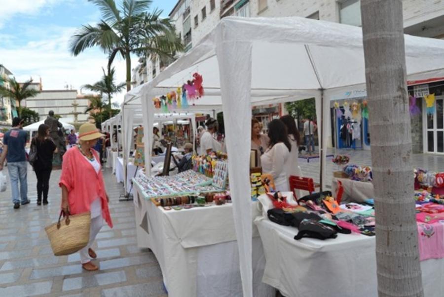 Torremolinos Torremolinos El Mercado Artesanal Atenea de Torremolinos se instala este fin de semana en las plazas de Andalucía y San Miguel