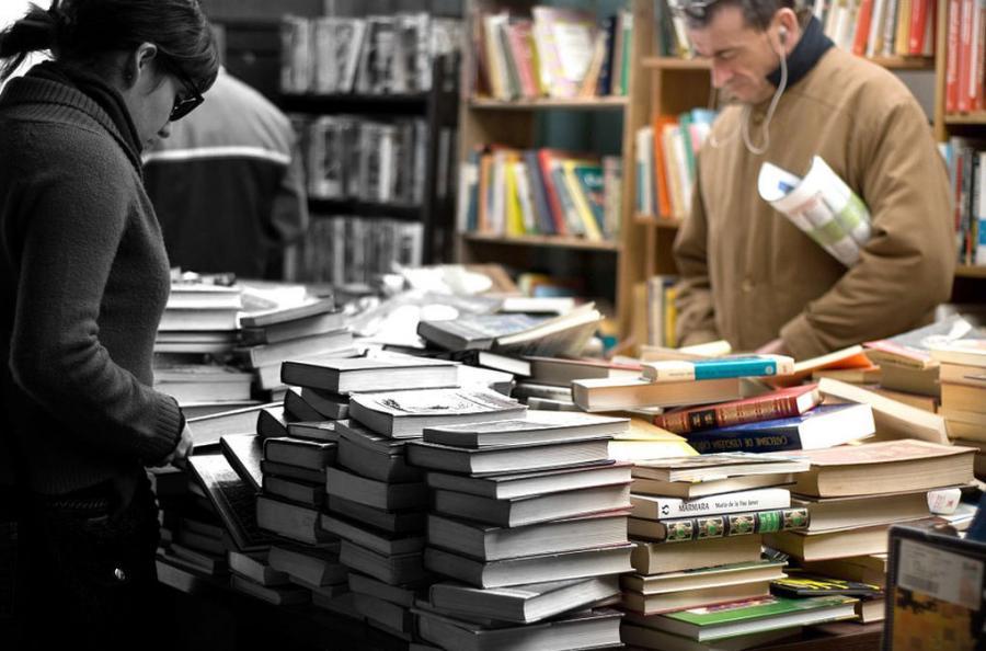 Mujer Mujer Confirmado: los libros escritos por mujeres cuestan menos que los escritos por hombres