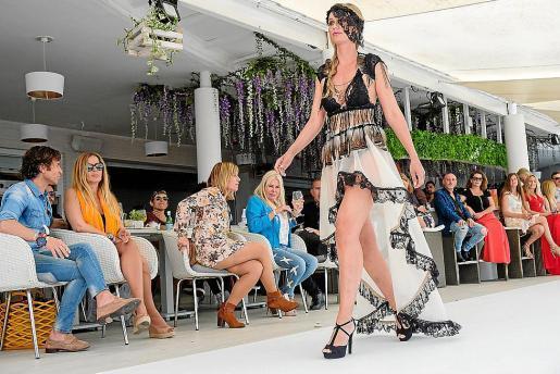 Moda Moda Mujer Desfile de moda Adlib para la preapertura de Ocean Beach Ibiza