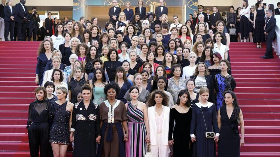Mujer Mujer Un total de 82 mujeres protestan en la alfombra roja de Cannes para exigir igualdad
