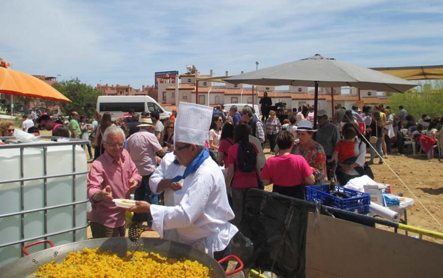 Torremolinos Torremolinos Más de 400 personas asistieron a la paella solidaria celebrada por la Asociación de Familiares de Enfermos de Alzheimer de Benalmádena y Torremolinos