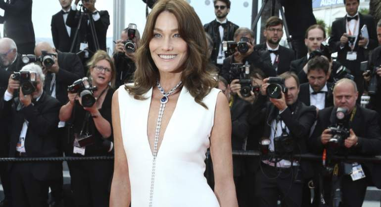 Mujer Mujer Carla Bruni deslumbra de Dior en Cannes