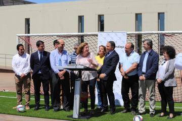 Málaga Málaga La Diputación invierte dos millones de euros en nuevos campos de fútbol con césped artificial en una decena de municipios