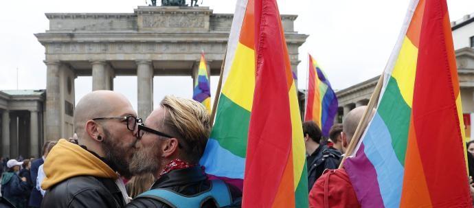 Gays Gays Los matrimonios gays tendrán los mismos derechos de residencia en toda la UE