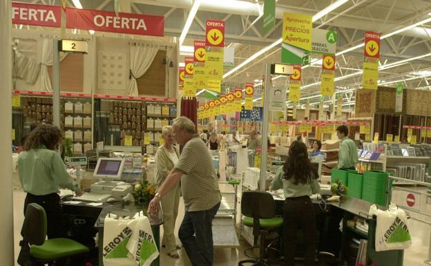Empleo Empleo Leroy Merlin lanza una oferta de empleo para cubrir 23 puestos de trabajo en Málaga