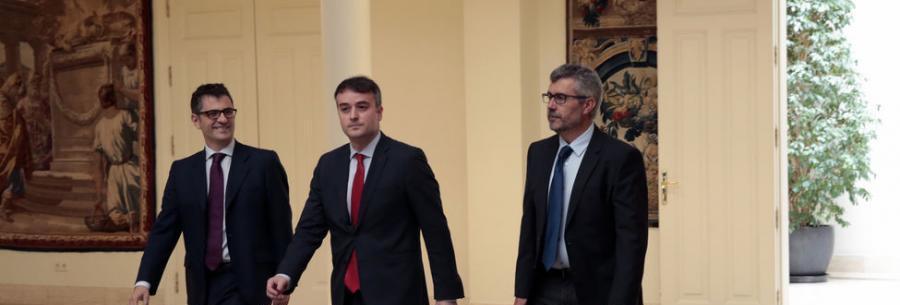 Actualidad Noticias Formar Gobierno en cuatro días: descoordinación, emoción y caos en Moncloa