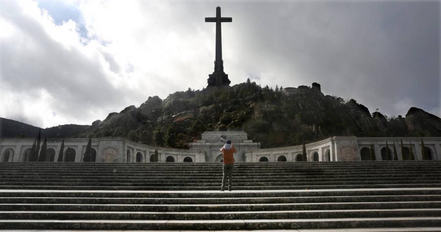 Actualidad Noticias El Gobierno prepara la salida de Franco del Valle de los Caídos