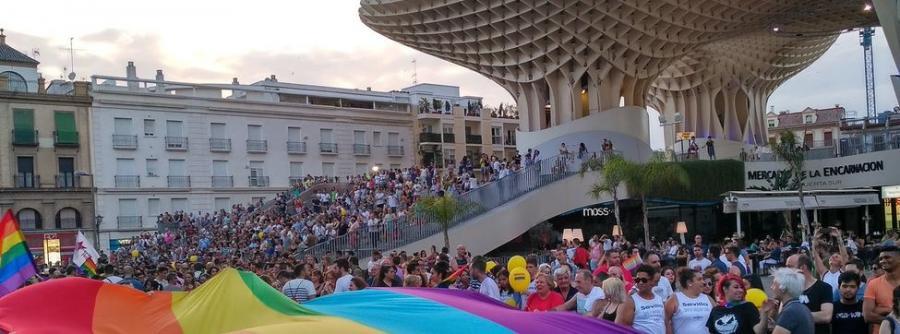 """Gays Gays Una pareja de lesbianas refugiadas pone voz al Orgullo andaluz: """"En mi país no podía ir a una marcha LGTBI"""""""