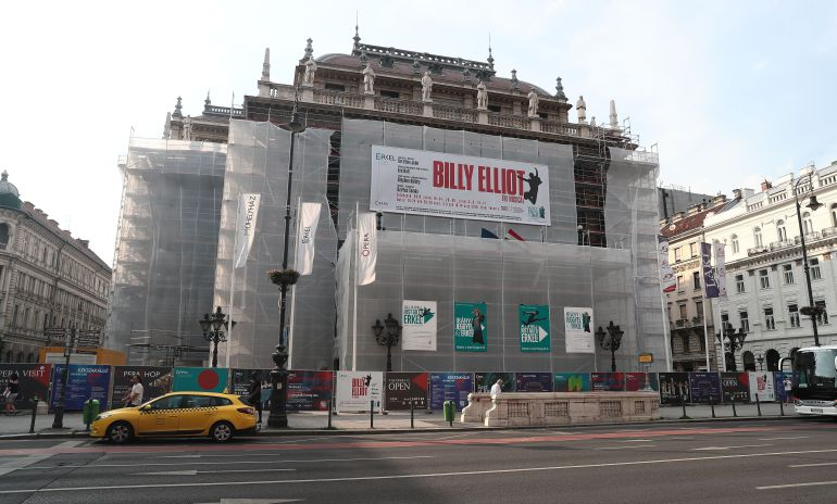 """Gays Gays La Ópera Nacional de Hungría suspende el musical 'Billy Elliot' por """"propagar"""" la homosexualidad"""