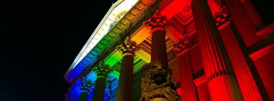 Gays Gays El Congreso de los Diputados, iluminado de arcoíris durante el fin de semana del Orgullo