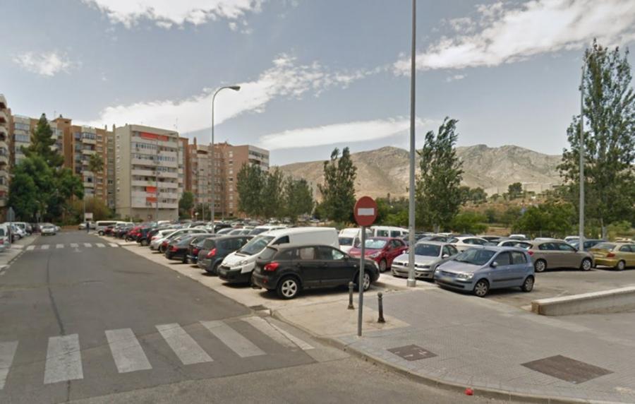 Torremolinos Torremolinos El Ayuntamiento aclara que el solar utilizado como parking privado en los Palacios es de titularidad pública y por tanto de libre acceso