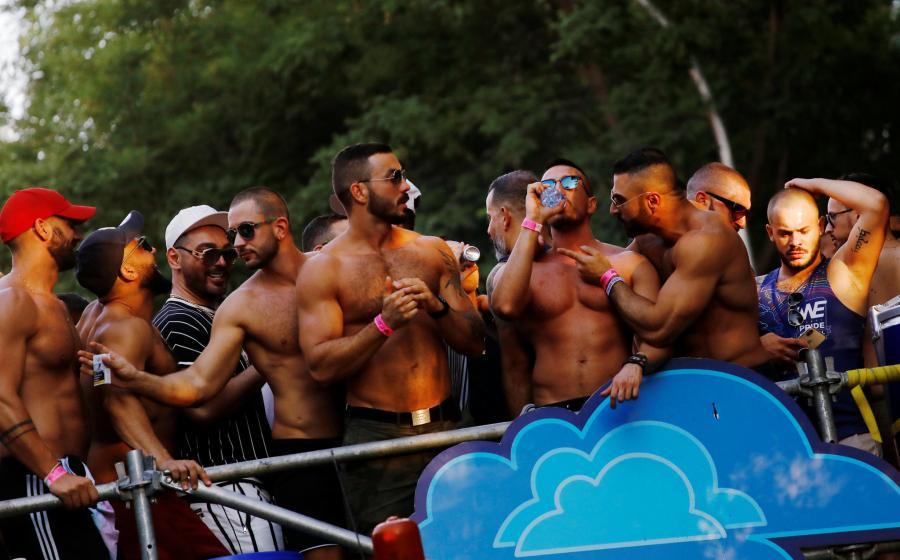 Gays Gays La 'plumofobia' entre gays: ser homosexual sin que se note