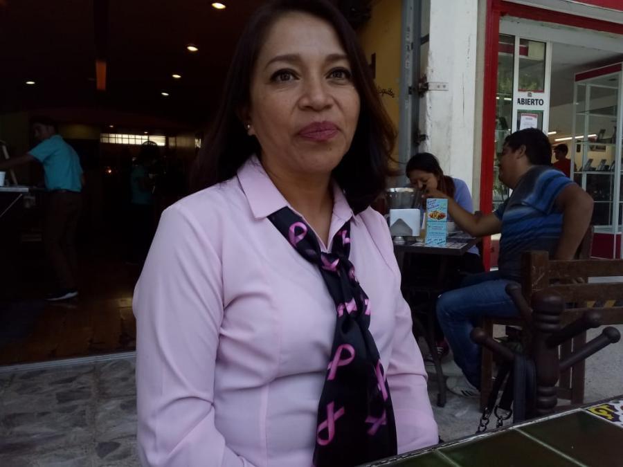 Mujer Mujer Mujeres son abandonadas por extirpación de seno a causa del cáncer de mama