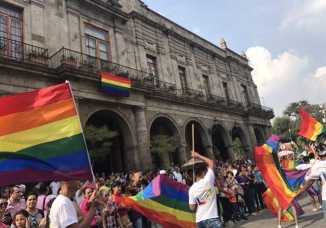 Gays Gays Un exdiplomático de Singapur llama a la comunidad gay a desafiar la prohibición a las relaciones homosexuales