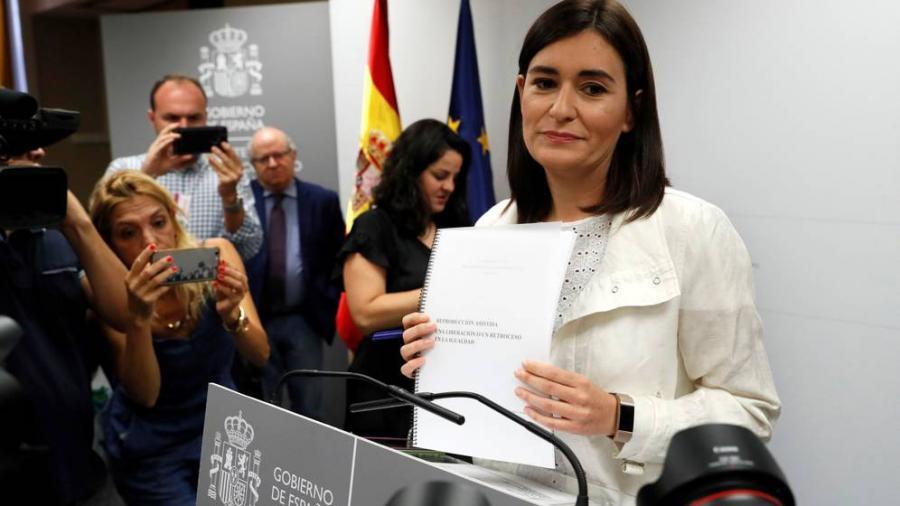 Actualidad Noticias La ministra Montón comunica a Sánchez su dimisión por el escándalo del máster