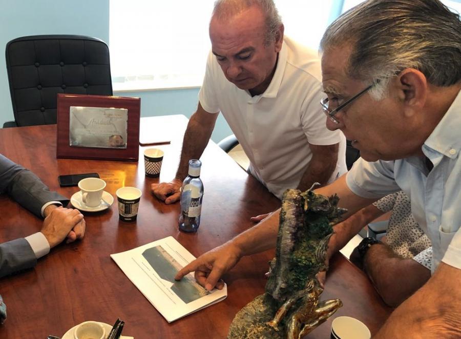 Torremolinos Torremolinos La Asociación de Empresarios de Playas de la Costa del Sol y el Ayuntamiento solicitarán una reunión al Gobierno Central para impulsar la construcción de una escollera en La Carihuela