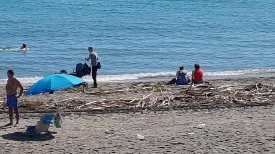 Torremolinos Torremolinos El PP lamenta que el equipo de gobierno no cuide las playas de cara a la industria turística.