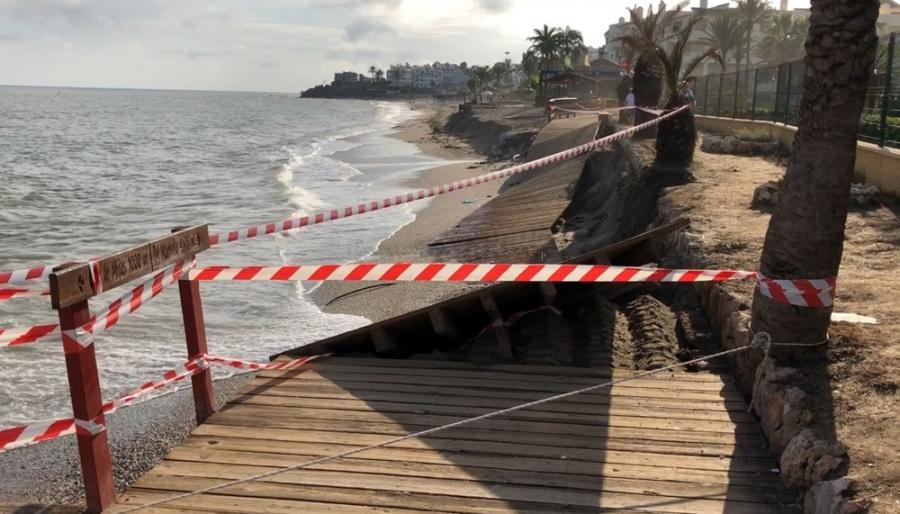 Ayuntamientos Ayuntamientos El PP de Mijas denuncia el deterioro que presenta la senda litoral por la falta de mantenimiento