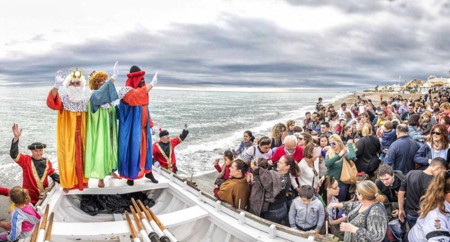 Torremolinos Torremolinos Los Reyes Magos desembarcarán en La Carihuela mañana sábado para colaborar en la recogida de juguetes y alimentos a favor de los niños y niñas del municipio