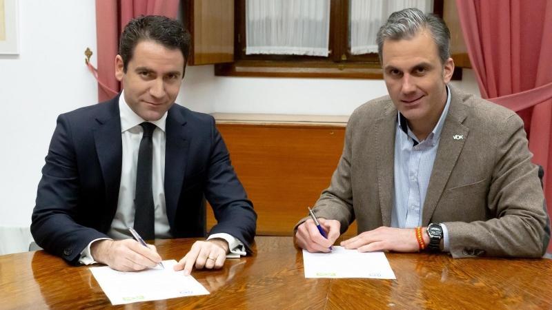 Andalucía Andalucía Esta tarde se reunen PP y Vox para avanzar en el pacto para formar Gobierno en Andalucía mientras Ciudadanos se queda al margen