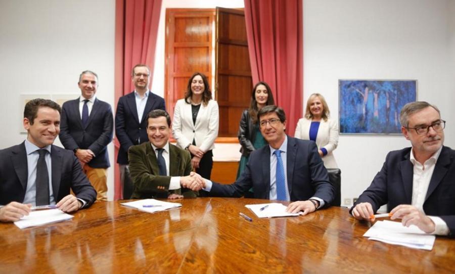 """Andalucía Andalucía Acuerdo histórico entre PP y Ciudadanos para que Juanma Moreno se convierta en Presidente de la Junta y Juan Marín en vicepresidente con el apoyo de Vox y un """"compromiso"""" a desarrollar 37 medidas"""
