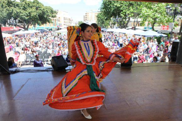 Torremolinos Torremolinos El XXV Día del Residente Extranjero de Torremolinos se aplaza al viernes 12 y sábado, 13 de abril, por el riesgo de lluvias