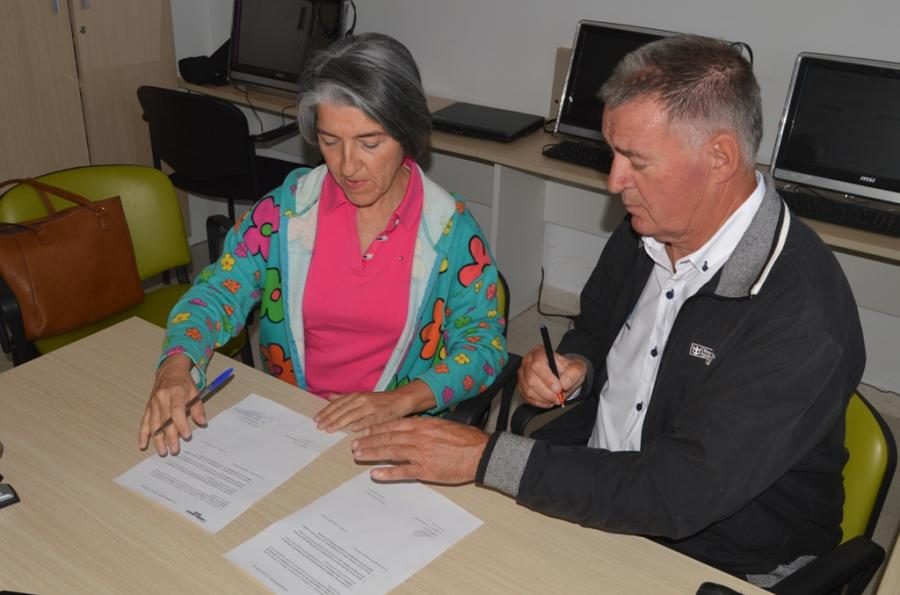 Ayuntamientos Ayuntamientos Ángel Nozal firma un compromiso electoral con AFAM para que el Ayuntamiento sea más proactivo en la ayuda a su labor social