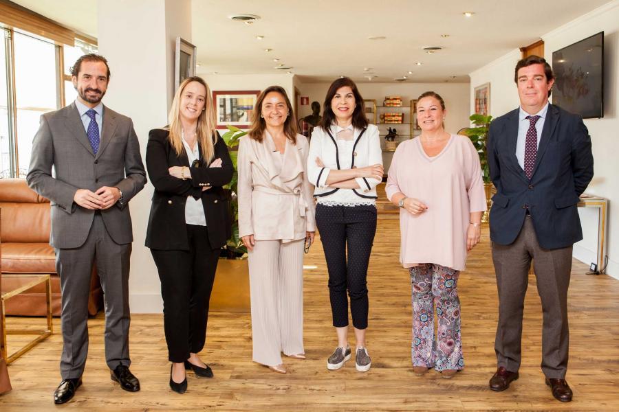 Málaga Málaga Trasmediterránea firma un acuerdo de colaboración con la Fundación Adelias para transportar material escolar, médico y medicinas a Nador desde Málaga a Melilla