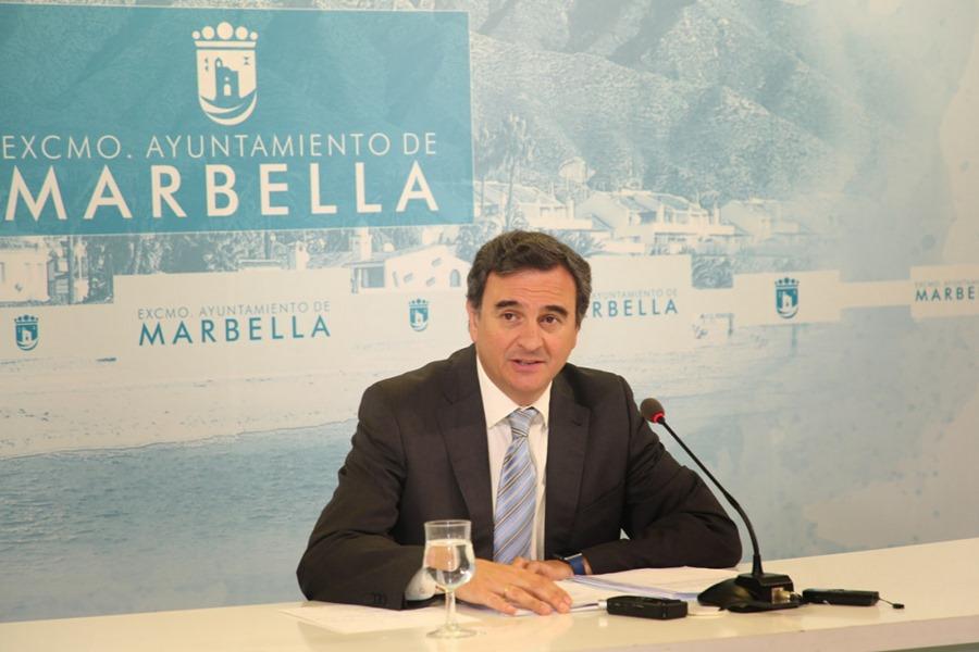 Ayuntamientos Ayuntamientos El Ayuntamiento de Marbella inicia los trámites para que los ciudadanos dispongan de servicio de autobús urbano que conecte el término municipal de este a oeste, las 24 horas durante el verano