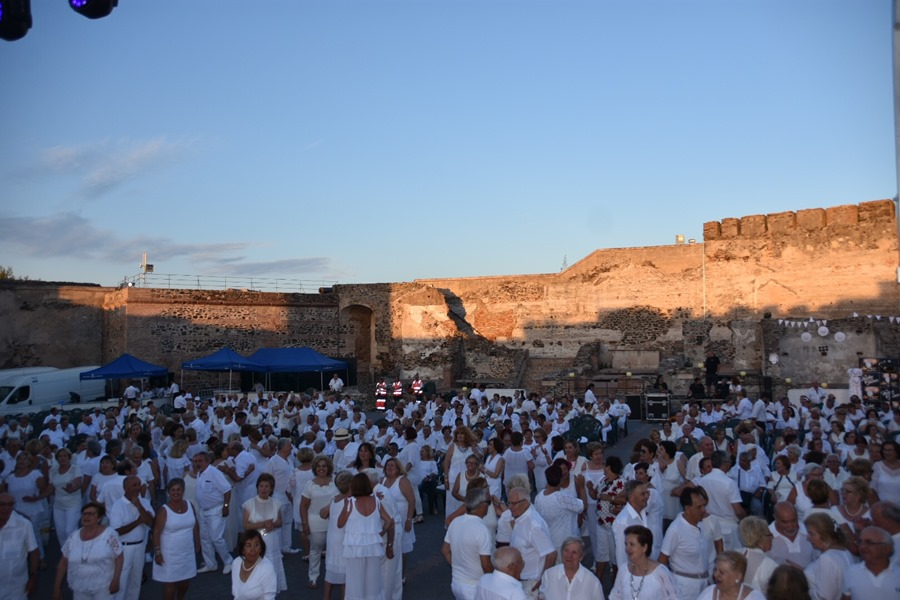 Ayuntamientos Ayuntamientos Los mayores de la ciudad podrán disfrutar de la Fiesta en Blanco en el Castillo Sohail el 27 de junio