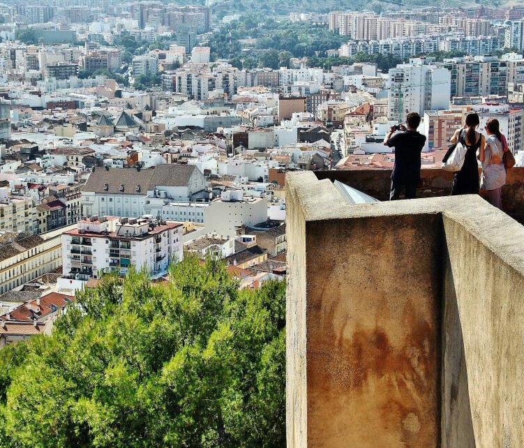 """Turismo Turismo Fernweh, el """"trastorno"""" que no nos deja parar de viajar: Comer, pasear, amar… verbos para practicar en Málaga"""