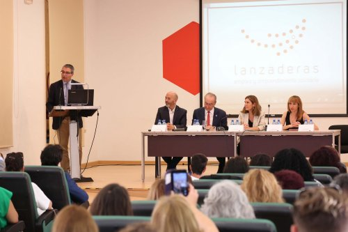 Empleo Empleo La Diputación de Málaga plantea a la Junta extender a toda Andalucía el Plan Primera Oportunidad