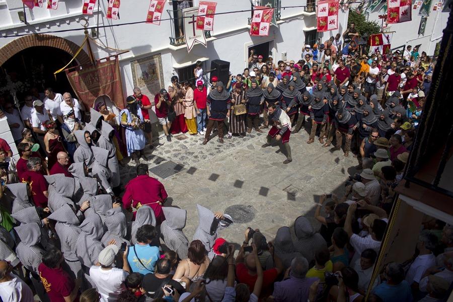 Turismo Turismo La fiesta de Moros y Cristianos llega a la Sierra de Cádiz con su lucha por el patrón de Benamahoma
