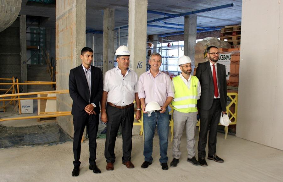 Turismo Turismo El alcalde visita las obras del hotel Maravilla Palace de Estepona, que prevé abrir en enero de 2020