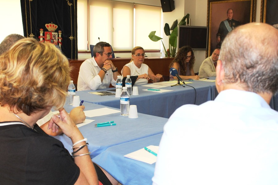 Turismo Turismo La alcaldesa Ana Mula se reúne con los directores de hotel para implicar al sector en la proyección nacional e internacional de Fuengirola