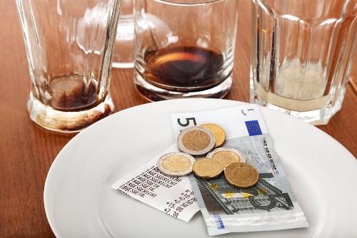 España España El 30% de los españoles darían propina en más ocasiones si pudieran pagarlas con tarjeta