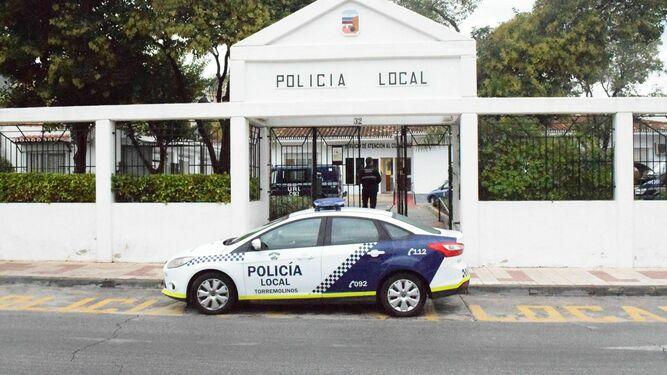 Torremolinos Torremolinos La Policía Local de Torremolinos se incauta de un centenar de camisetas de la venta ambulante en el paseo marítimo