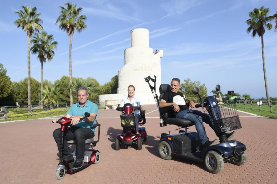 Actualidad Noticias El concejal de movilidad, Antonio Ruiz, visita en silla de ruedas el Parque de la Batería