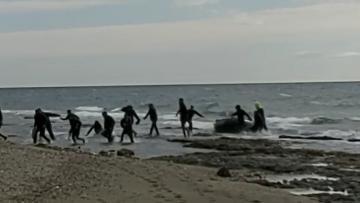 Málaga Málaga Una veintena de inmigrantes desembarcaron hoy en una patera en una playa de Marbella
